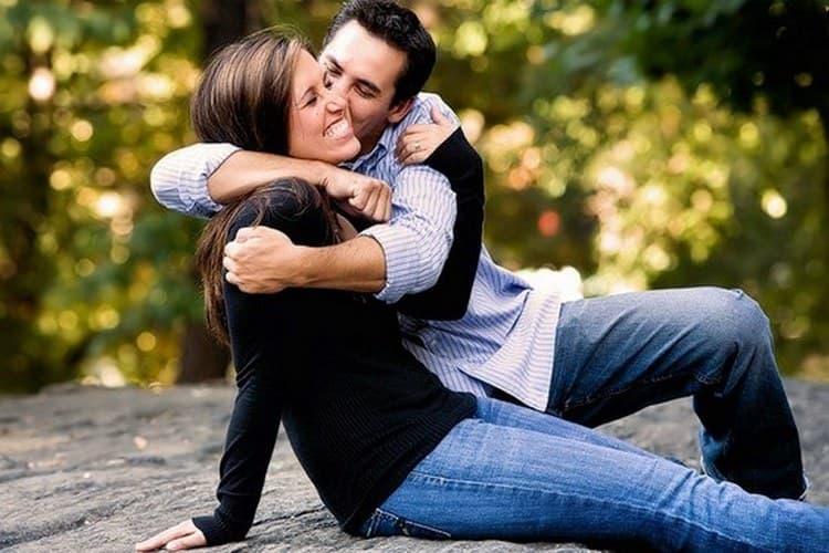 В любви мужчина Овен ищет женственную девушку, которая будет ему доверять.