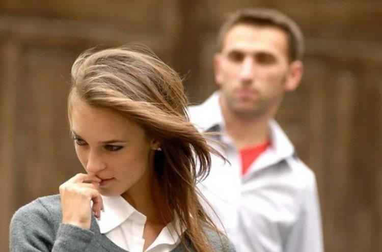 Причина, почему мужчина Скорпион игнорирует женщину, которая ему нравится, это скорее всего его метод понять и изучить вас..