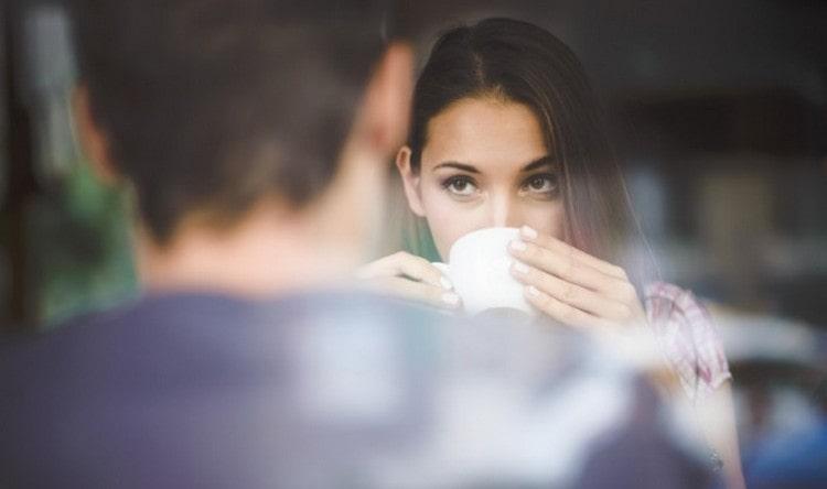 скорее всего причина, почему мужчина рак игнорирует женщину, которая ему нравится, кроется в том, что он просто прощупывает почву.