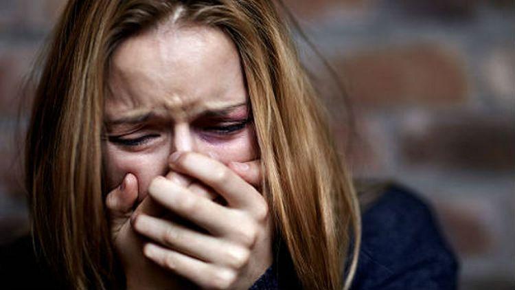 Нередко признаками снятия порчи становятся слезы и рыдания, когда из человека выходит негатив.