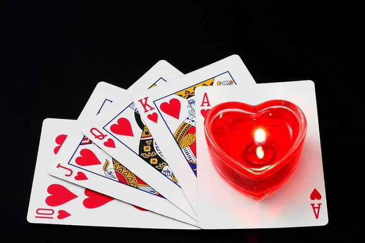 Самостоятельное гадание на обычных картах на любовь и отношения