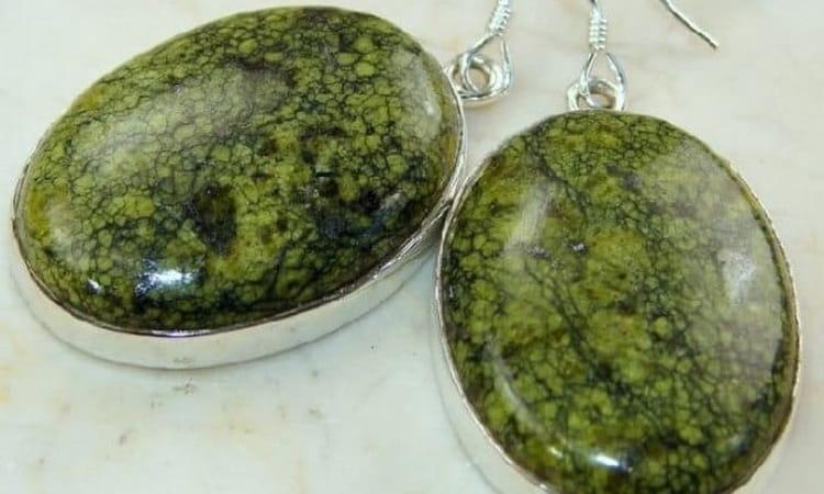 зеленая яшма и свойства камня