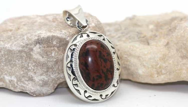 Кому по знаку зодиака подходит обсидиан и магические свойства камня