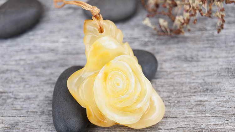 камень янтарь магические свойства и кому подходить
