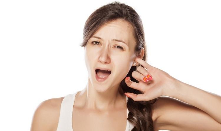 Узнайте, что значит примета, если чешется левое ухо внутри.