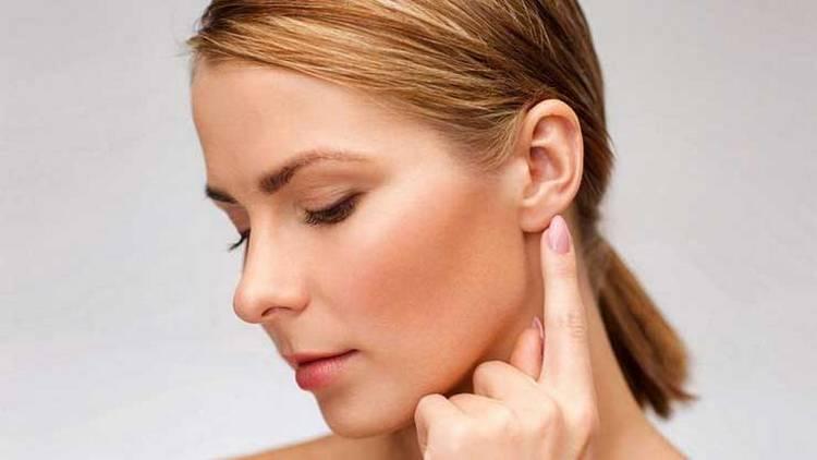 Узнайте, что значит примета, если чешется мочка левого уха.