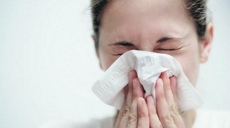 Узнайте все о приметах про чихание по часам и дням.