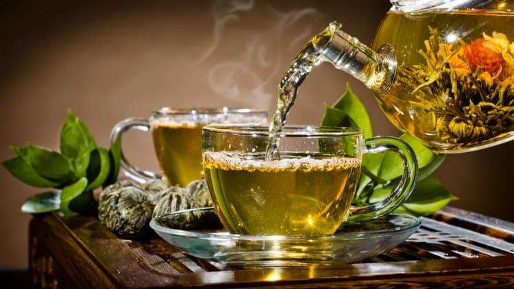 Вечером будет уместным зеленый чай.