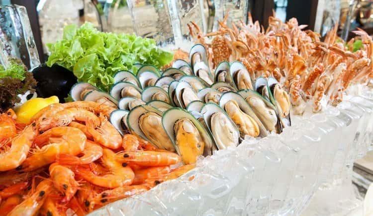 очень полезно кушать при такой диете морепродукты.