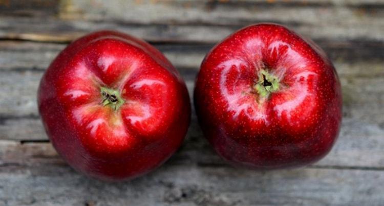 Можно также перед сном съесть два яблока.