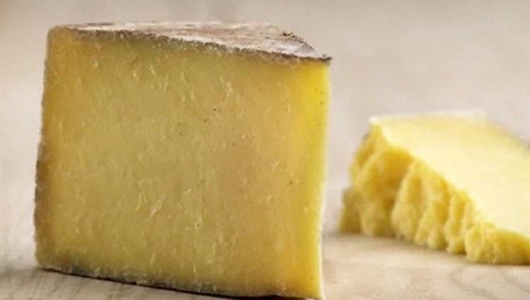 Можно включить в меню тверды сыр.