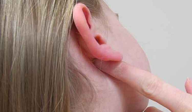 Узнайте, что значат приметы, почему горит правое ухо вечером.