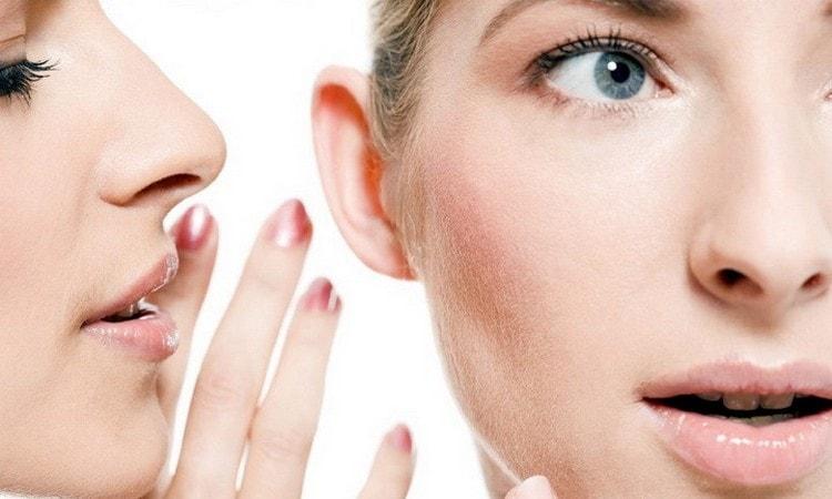 Примета, когда горит правое ухо и щека, значит, что вас скорее всего обсуждают.
