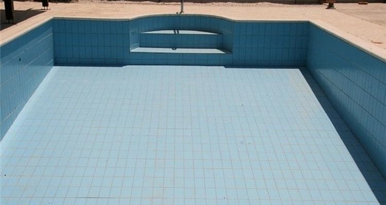 Узнайте, к чему снится пустой бассейн.