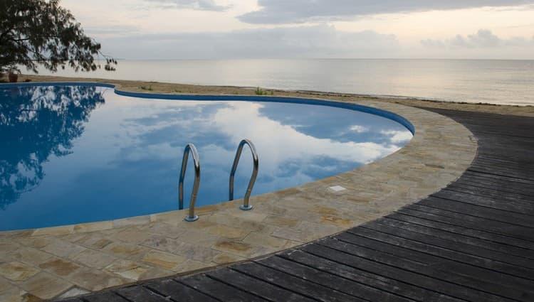 Узнайте, к чему снится бассейн с чистой водой.