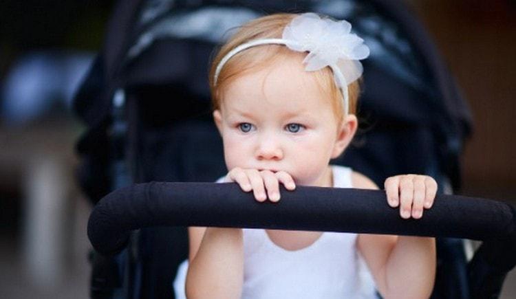 Узнайте, к чему снится ребенок девочка в коляске.