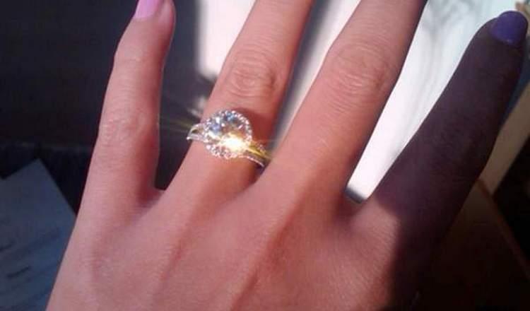 Узнайте, к чему снится обручальное кольцо.