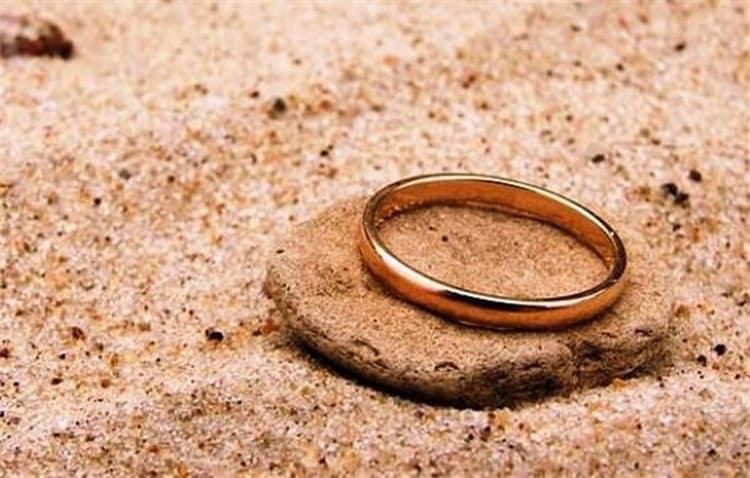 Узнайте, к чему снится золотое кольцо.