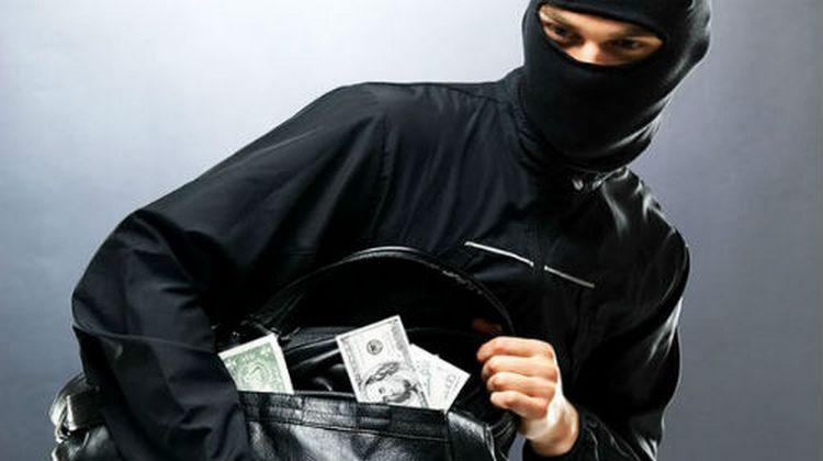 Узнайте, к чему снится кража денег.