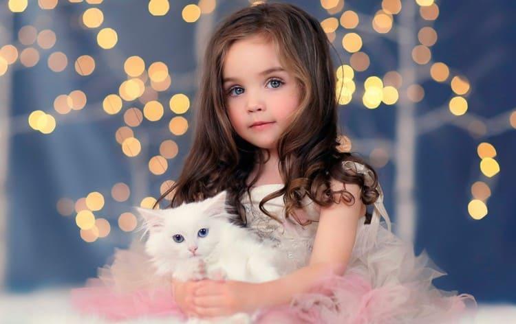 Однозначно: то, к чему снится маленькая красивая девочка, это действительно добрый знак.