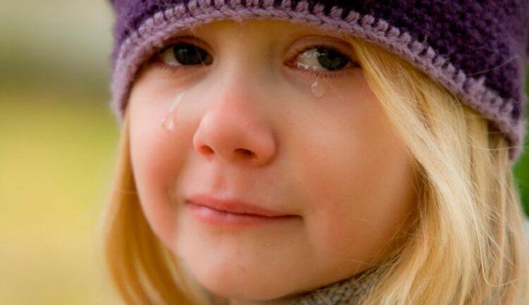 Если приснилась маленькая девочка, которая плачет, сон сулит невзгоды.