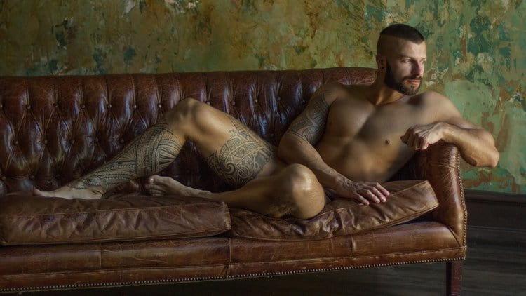 Посмотрите в соннике, к чему снится голый муж.