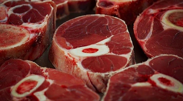 По соннику сырое мясо может иметь разное значение.