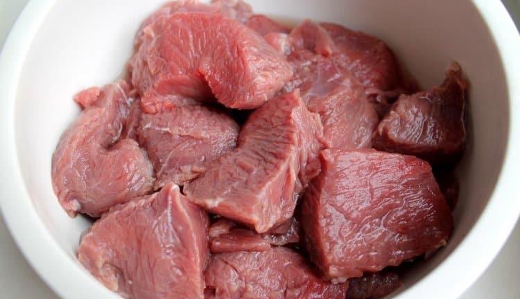 Узнайте, к чему снится сырое мясо без крови.