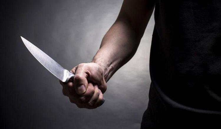 Узнайте, к чему снятся ножи во сне.
