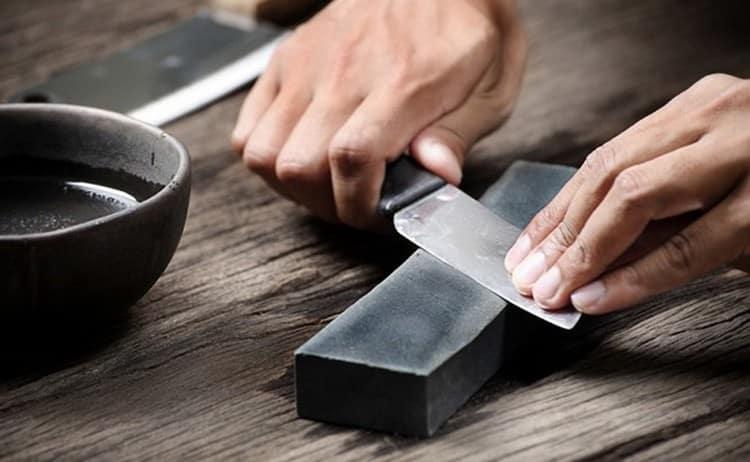 по соннику точить нож это символ обиды.