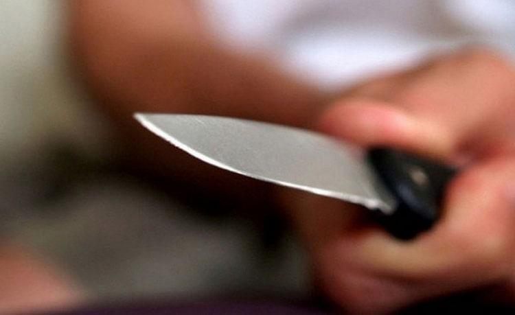 Узнайте, к чему снятся ножи в руках.