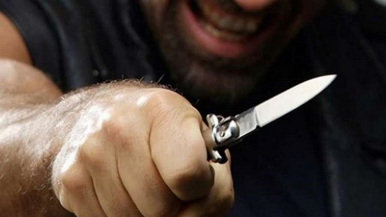 Узнайте, к чему снятся ножи в руках мужчины.