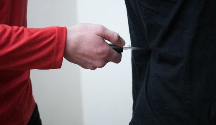 Узнайте, к чему снится удар ножом в спину.
