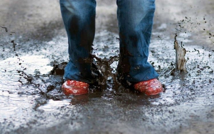 Узнайте, к чему снится грязная обувь.