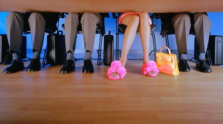 Узнайте, что по соннику означает много обуви.