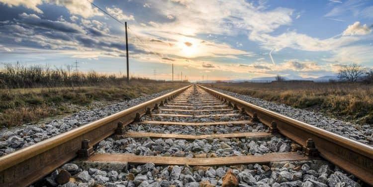 Узнайте, к чему снятся поезда и рельсы.