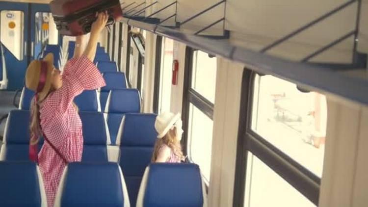 Узнайте, к чему снится ехать в поезде.