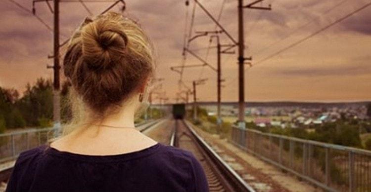 Узнайте, что по соннику значит, если женщине снится, что она отстала от поезда.