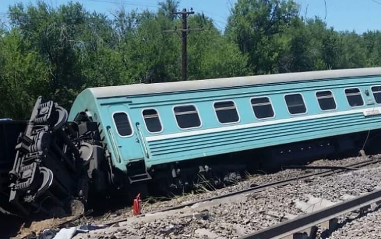 Сонник толкует по другому ситуацию, к чему снится поезд, который сошел с рельсов.
