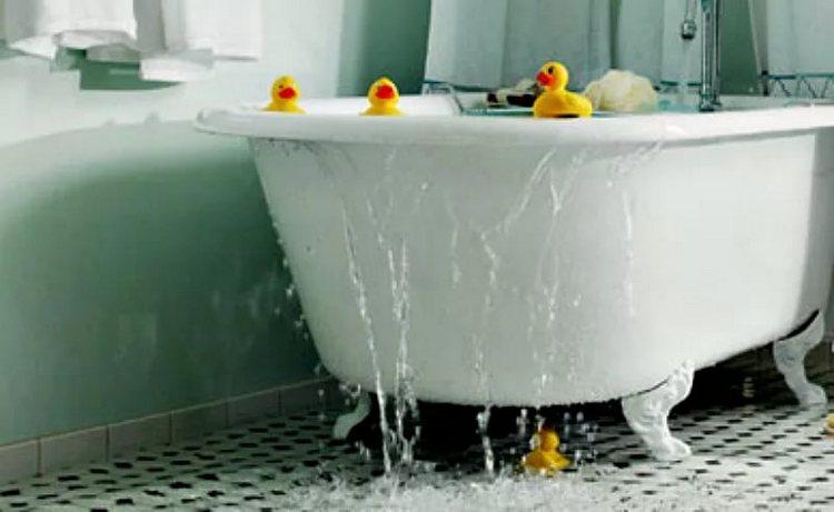 Сонник поможет понять, к чему снится потоп в ванной.