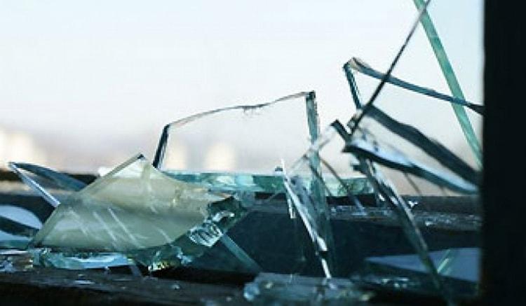 Узнайте, к чему снятся осколки разбитого стекла.