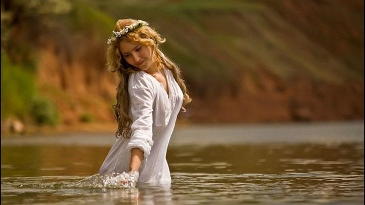 Купаться в реке во сне это неплохой знак.