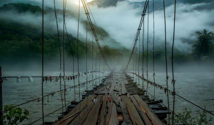 Узнайте, к чему снится переходить реку через мост.