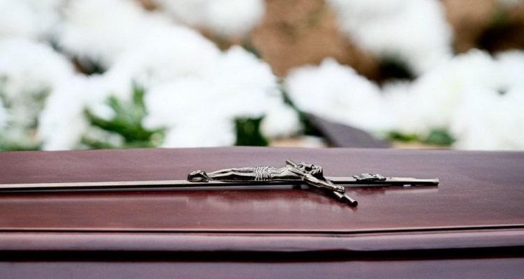 По семейному соннику смерть близкого человека