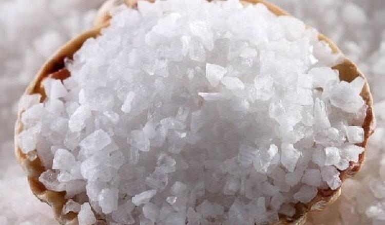 рассыпать соль во сне это недобрый знак.