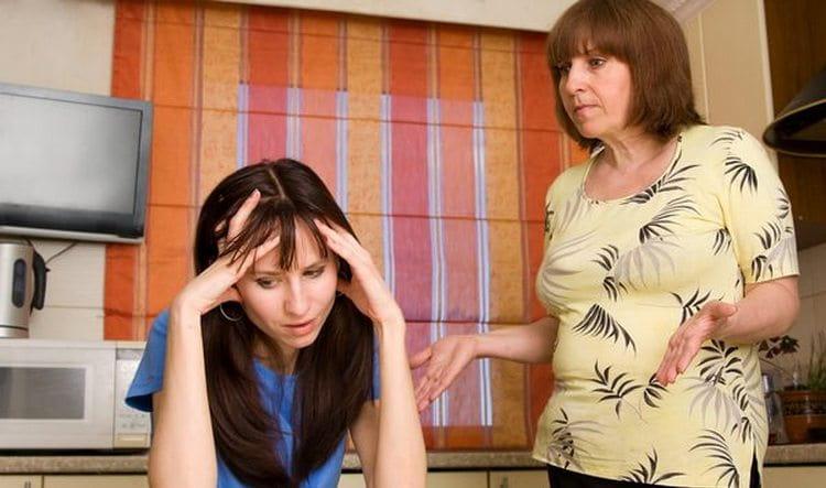 Узнайте, к чему снится ссора с мамой.