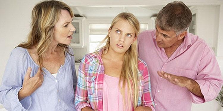 Узнайте, к чему снится ссора с родителями.
