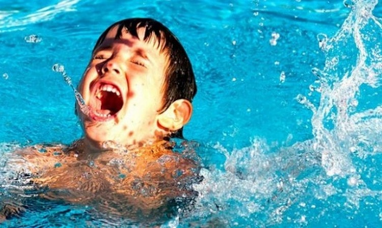 Если приснился утопленник в воде, плохо, если это ребенок.