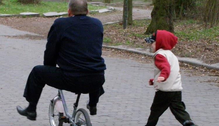 посмотрите в соннике, что значит ездить на детском велосипеде во сне.