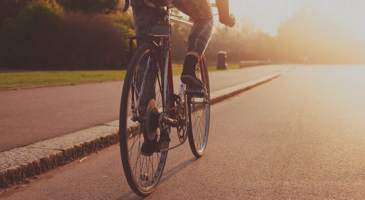 Узнайте, к чему снится ехать на велосипеде.